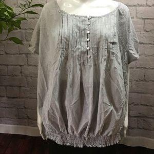 🆕🌻 SALE! 3/$20 Gray & white striped 26/28 top